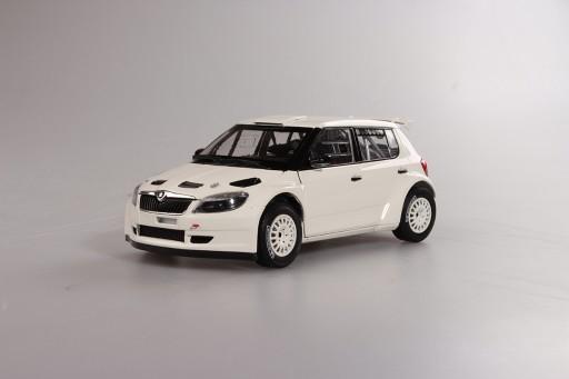 Abrex Škoda Fabia II FL S2000 (2010) Bílá 1:18, Šotolinová kola