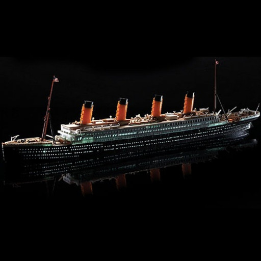 Model Kit loď 14220 - R.M.S. TITANIC a LED SET MCP (1:700)